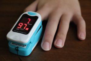 指先で測定するパルスオキシメーター